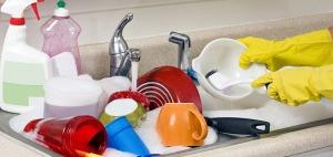 Cara Cuci Plastik agar Noda dan Bau Hilang